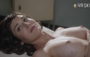 Naked Lizzy Caplan is Pure Magic